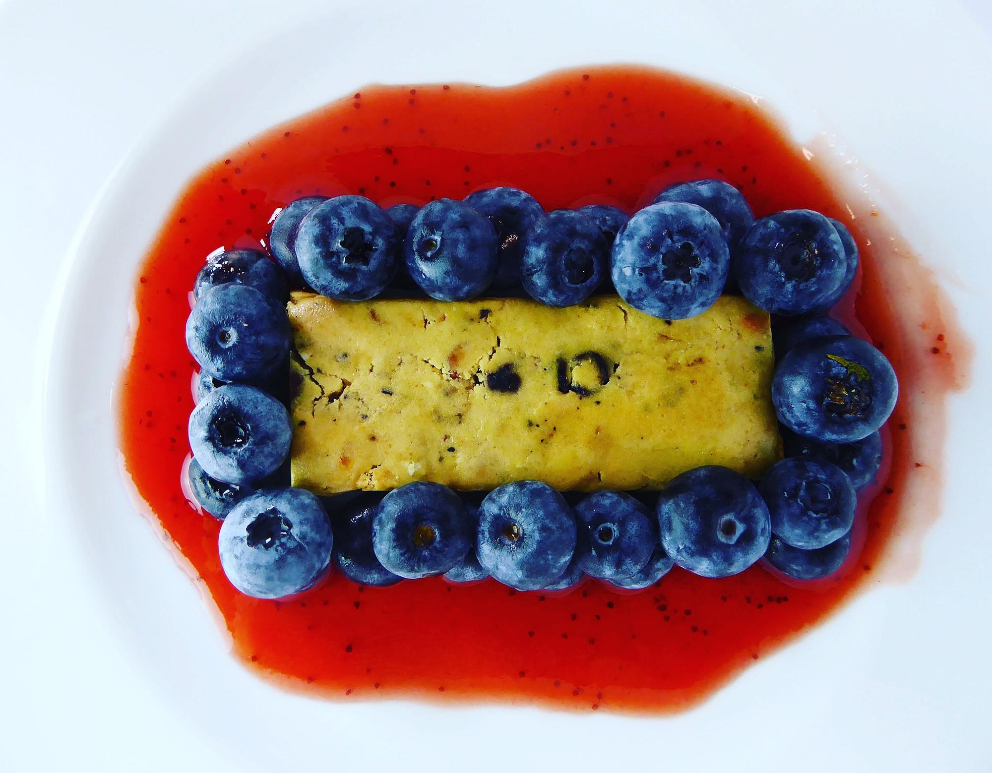 Questbar Heidelbeer Muffin Proteinriegel Heidelbeeren Erdbeer Sauce